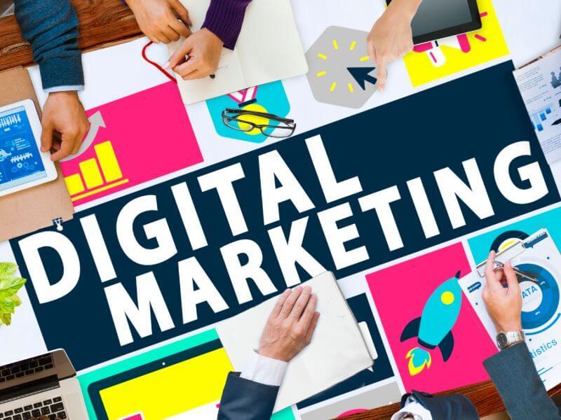 האם כדאי לתת לחברת קידום אתרים לנהל לי את ערוצי השיווק?